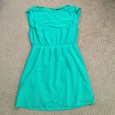 Green dress Super cute dress that I loved a couple of times. In excellent condition but has to move on to the next closet. No stains, no rips. H&M Dresses