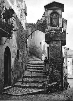 "scorcio antico di Subiaco (area Tiburtina - Lazio - Italia)  "" firsttimeuser:  The old city of Subiaco, Italy, 1925 by Kurt Hielscher  """