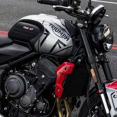 A new accessible Triumph roadster, the Trident 660cc provides a perfect entry point into the Triumph motorcycle range. Triumph Motorbikes, Triumph Bikes, Bobber Bikes, Triumph Motorcycles, Cars And Motorcycles, Motorcycle Design, Motorcycle Bike, Bike Design, Hover Bike