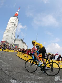 Chris Froome on Mont Ventoux, France. (Photo by Bryn Lennon / Getty Images) Cycling Events, Cycling News, Cycling Art, Cycling Bikes, Cycling Tattoo, Uci World Tour, Alpe D Huez, Chris Froome, Bicycle Race