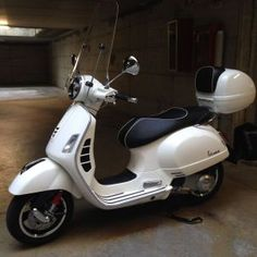 A Vespa is a relatively straightforward vehicle. Vespa is among the well-known brands of the planet and has been a favourite selection of people Vespa Retro, Vintage Vespa, Vespa Helmet, Vespa 300, Scooter Custom, Scooters For Sale, Art Of Man, Vespa Scooters, Latest Pics