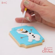 Some people are worth melting for! Here& how to build an Olaf the Snowman cookie, and don& miss Frozen during Freeform's 25 Days of Christmas. Snowman Cookies, Cute Cookies, Holiday Cookies, Cupcake Cookies, Sugar Cookies, Olaf Cookies, Fancy Cookies, Sugar Cookie Icing, Snowman Cupcakes