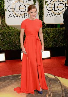Emma Watson is lady in red. She rocks the Golden Globes 2014 red carpet in red long dress by Dior Haute Couture, January Style Emma Watson, Emma Watson Estilo, Emma Watson Dress, Prom Dress 2014, Backless Prom Dresses, Wedding Dresses, Vanity Fair, Red Short Sleeve Dress, Dress Red