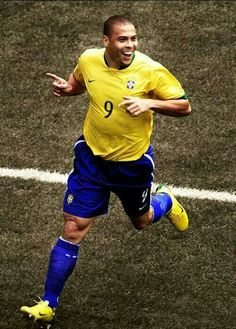 Ronaldo: The one I grew up watching and my idol World Best Football Player, Good Soccer Players, World Football, Soccer World, Brazil Football Team, Football Match, Sport Football, Fifa, Champions League