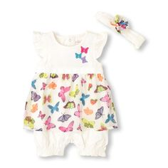 Her complete outfit features a pretty butterfly print!  #bigbabybasketsweeps