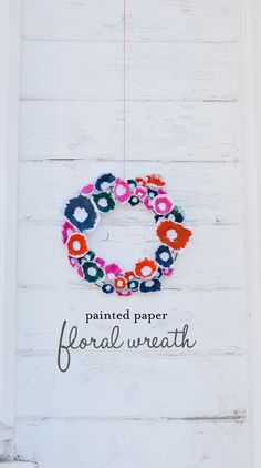 Creating a pretty wreath for summer is simple with paper and paints. I often find real floral wreaths hard to create and short-lasting in their life span, so this paper version is perfect to adorn Diy Paper, Paper Art, Paper Crafts, Fabric Flowers, Paper Flowers, Diy Craft Projects, Diy And Crafts, Origami, Idee Diy