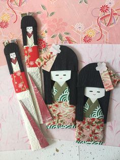 Twin sisters dolls, set of 4 / green, red, white / Japanese kimono girl doll / handmade origami for gift and craft embellishment