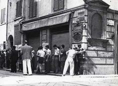 Civili-armati-su-angolo-via-dei-Serragli-e-via-della-Chiesa-presso-il-bar-.jpg 480×351 pixel