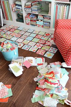 Organization to make a farmer's wife quilt (Camille Roskelley).or any sampler quilt with lots of templates. I would also consider freezer paper. Quilting Tips, Quilting Tutorials, Quilting Projects, Sewing Projects, Patchwork Quilt, Scrappy Quilts, Rag Quilt, Farmers Wife Quilt, Sewing Crafts