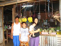 Proud owners Gag and Malee with their children in front of Captain Shop @ Koh Kood (Thailand)