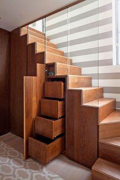 Scala contenitore dal design moderno 01