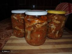 Reteta culinara Conserva de Peste in Sos Tomat din Carte de bucate, Conserve, muraturi. Specific Romania. Cum sa faci Conserva de Peste in Sos Tomat Romanian Food, Romanian Recipes, Frosting Techniques, Preserves, Pickles, Rigatoni, Salsa, Mason Jars, Food And Drink