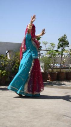 Indian Bridal Makeup, Indian Bridal Fashion, Indian Fashion Dresses, Dj Music Video, Rajasthani Dress, Krishna Songs, Frock For Women, Photography Poses Women, Dance Poses