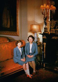 Inside Queen Elizabeth II's Royal Homes, in Honor of The Crown | Vogue Princesa Margaret, Princesa Elizabeth, Vanessa Kirby, Greek Royal Family, British Royal Families, Windsor, Show Queen, Sister Poses, Reine Victoria