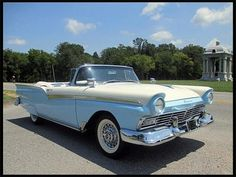 Amazing Classic Cars | 1957 Ford Fairlane 500. The 1957 models of this old car retained a ...