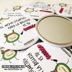 Espejos para el bolso. Los personalizamos para que sean un detalle único en tu evento  Escríbenos a info@virusdlafelicidad.com y te informamos de todo   #virusdlafelicidad #espejo #chapa #bolso #regalo #boda #evento #cumpleaños #fiesta #personalizado #chapaespejo #espejodebolso