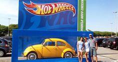 Ação da Hot Wheels colocou embalagens de carrinhos gigantes no estacionamento de um shopping  em São Paulo, onde motoristas puderam estacionar dentro das caixas e voltar a infância transformando seu carro em um divertido brinquedo.