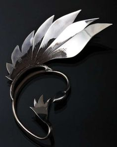 Fierce Feather Accessories - The Duncan Stevens Ear Cuff is a Stunning Piece of Jewelry Ear Jewelry, Jewelry Accessories, Fashion Accessories, Jewelry Design, Fashion Jewelry, Jewelry Making, Silver Jewellery, Fantasy Jewelry, Feather Earrings