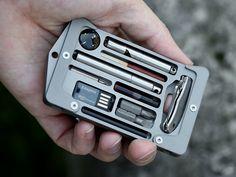 「カード型」のサバイバルグッズ。詰め込まれた感がおもしろい Jackfish(ジャックフィッシュ) | Kickstarter fan!