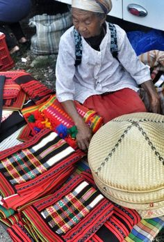 Sagada Weekend Market: Exploring the Local Market - http://outoftownblog.com/sagada-weekend-market-exploring-the-local-market/