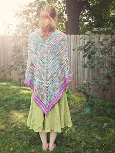 I love this its going to be my first shawl i think. Ravelry: Faraway, So Close pattern by Carina Spencer Loom Crochet, Diy Crochet And Knitting, Lace Knitting, Shawl Patterns, Stitch Patterns, Knitting Patterns, Knitting Ideas, Crochet Ideas, Ponchos
