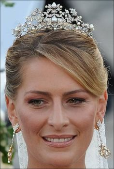 The Greek Antique Corsage tiara was also worn by Princess Tatiana, nee Blatnik, when she wed QAueen Anne Marie's son, Prince Nikolaos on 25th August 2010. The tiara features many foliate diamond motifs, interspersed with natural button pearls and is raised on a platinum band.
