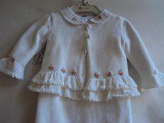 Saída de Maternidade Menina : Tricô com babadinhos, bordados rosa e botões de pérola! | Flickr - Photo Sharing!