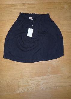 À vendre sur #vintedfrance ! http://www.vinted.fr/mode-femmes/jupes-trapeze/25789153-jupe-sandro-noire-tissu-en-relief-taille-1-neuve-etiquette