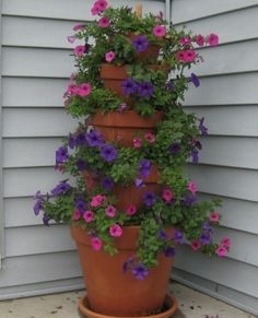 Stacked ceramic pots, look beautiful with flowers for an easy mountain remedy.