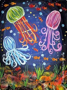 Хочу предложить вам нарисовать вот таких прелестных созданий - медуз. Мы рисовали их с детьми 5-6 лет, результат их работы будет в конце МК. Нам понадобится: бумага А3, гуашь, диск компьютерный (можно его заменить на кусочек оргстекла), кисть щетина круглая №7, кисти пони №3, 5, 7/9, и хорошее настроение. фото 37