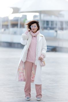 white coat winter outfit, pastel colours winter outfits, chloe drew bag outfit,