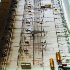 Circuitos de la obra L' orchestre des ombres de Peter Vogel. https://vimeo.com/36058891 Expocición cerca al Lion de Belfort en Belfort, Franche-Comté.