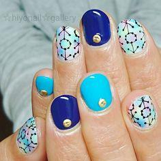 にじいろにアート #nail #nails #nailart #nailarts#nailartdesign #nailartdesigns #gel #gelart #gelarts #gelnail #gelnails #gelnailart #gelnailarts #blue #navy #rainbow #black #gold #handpaint #kokoist #hiyonail by hiyo_2