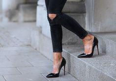 Imagen vía We Heart It #fashion #girls #heels #highheels #luxury #shoe #style #louboutites