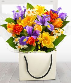 Just Divine - florist delivered vibrant spring flowers gift bag Spring Flower Bouquet, Flower Bag, Spring Flowers, Basket Flower Arrangements, Flower Vases, Floral Arrangements, Beautiful Rose Flowers, Flowers Nature, Sunflower Vase