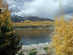 fall leaves lake colorado mountains   Colorado Springs Homes Blog: Colorado Fall Foliage At Twin Lakes, CO