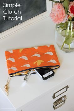 A simple Clutch sewing tutorial on iheartnaptime.com #handmade