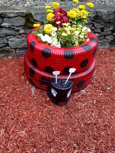 http://artesanatobrasil.net/jardim-com-pneus-coloridos/ - Jardim de pneus Joaninha