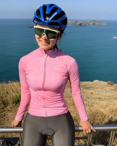 Image may contain: 1 person, standing, sky and outdoor Cycling Shorts, Cycling Outfit, Female Cyclist, Cycling Girls, Cycle Chic, Road Bike Women, Sexy Women, Bicycle Girl, Sporty Girls