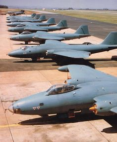 ☆ South African Air Force ✈ Canberras on the flight line on 25 Sept 1986 Aircraft Photos, Ww2 Aircraft, Military Jets, Military Aircraft, Avro Shackleton, English Electric Canberra, V Force, South African Air Force, Army Day