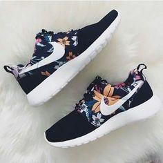 Imagen de nike, shoes, and flowers