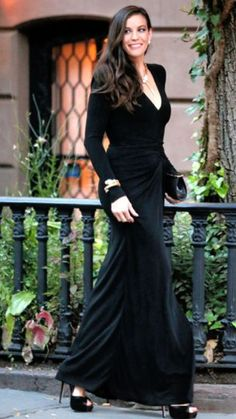 Liv Tyler from The Big Picture: Today's Hot Pics Before meeting up with Alexa Chung, the actress heads to the opening of Bulgari jewelry store on Fifth Avenue in New York City. Liv Tyler Style, Liv Tyler Hair, Hollywood Actresses, Dress To Impress, Celebrity Style, Ikon, Style Inspiration, Photos, Elegant