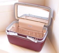 Vintage Samsonite Train Case in burgundy