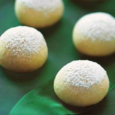 lemon drops - Sprinkle these buttery cookies with confectioners' sugar while still warm. The heat from the cookies melts the sugar just a little allowing it to better coat the cookies. Lemon Desserts, Lemon Recipes, Cookie Desserts, Just Desserts, Sweet Recipes, Cookie Recipes, Delicious Desserts, Yummy Food, Dessert Healthy