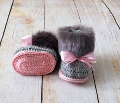 These crochet Faux fur topped Baby girl Booties are handmade and is a must-have in every little girl wardrobe! Booties are double soled for a more cushioned sturdy shoe and nice fit. Insole crochet from grey yarn, outsole from pink yarn.  • • • Yarn • • • Premium Acrylic  • • • Sizes • • • 0-3 months Sole length: 9 cm /3.5 approx. 3-6 months Sole length: 10 cm /4 approx.  6-12 months Sole length: 11,5 cm /4.5 approx.  • • • Care • • • For best results, hand wash the item in cold water or…