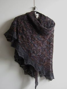 FREE - Morrígan Pattern | Beautiful version knitted by Maanel on rav. Anleitung bereits heruntergeladen,