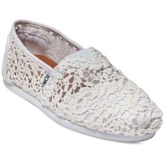 Toms Women's Seasonal Classic Slip-On Lace Flats ($59) ❤ liked on Polyvore featuring shoes, flats, white, white flat shoes, round toe flats, lace flats, slip on shoes and white lace flats