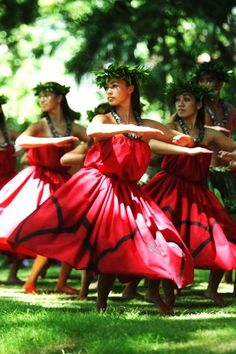 Graceful hula via polyfresh-xo.