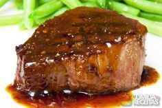 Beef fillet with wine sauce and green pepper Good Food, Yummy Food, Tasty, Clean Recipes, Cooking Recipes, Brazilian Dishes, Portuguese Recipes, Portuguese Steak, Greek Recipes