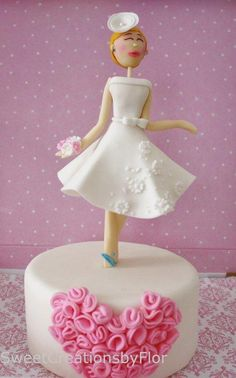 Bridal Shower cake over the weekend.Little time for me, but I love to try Animation in Sugar technique for the bride as the topper.She wants a white dress,show the head piece that she will be wearing,she will wear blue shoes for Something...